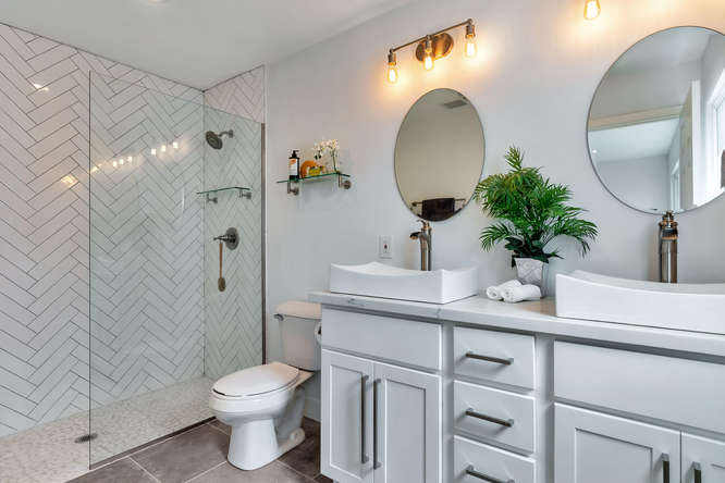 4438 N 20th St-small-016-020-Master Bedroom Ensuite-666x444-72dpi